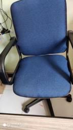 Cadeira diretor semi nova