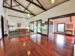 Casa com 4 suítes, em condomínio de alto padrão em Itaipava