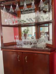 Cristaleira de canto usada em perfeito estado