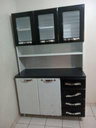 Um armário de aço (cozinha) em Anápolis.