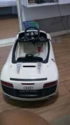 Carrinho  elétrico  Audi