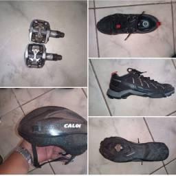 Sapatilha Shimano,pedal encaixe Shimano e capacete