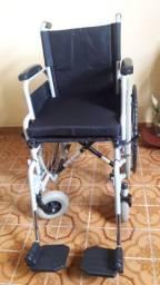 Vendo cadeira de rodas semi nova