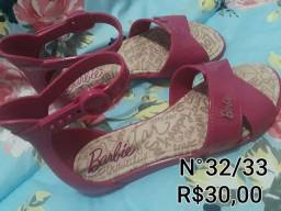 Sapatos infantis numero 32/33.