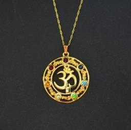 Colar Gargantilha Om Chakras Cristais Dourado Namastê