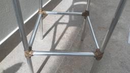 Conjunto de banquetas em alumínio e fibra sintética seminovas