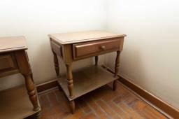 Mesa de Cabeceira 1 Gaveta / 1 Prateleira / em Madeira Cerejeira 60 cm x 55 cm x 39 cm