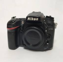 Título do anúncio: Nikon d7200 só o corpo