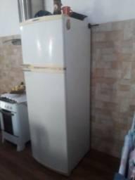 Vendo geladeira  Brastenpe: 360 litros, otimo estado, bem conservada...