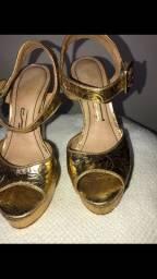 Sandália dourada Santa Lolla tamanho 34
