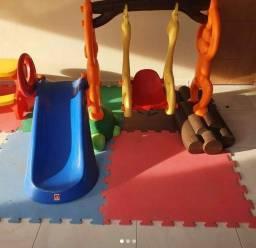 Playground infantil completo, com tatames inclusos !