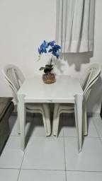 Título do anúncio: Mesa de plástico com 4 cadeiras