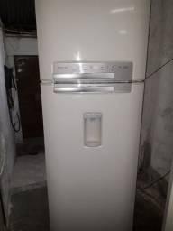 Geladeira Eletrolux duplex Frost Free 430 litros  celebrate