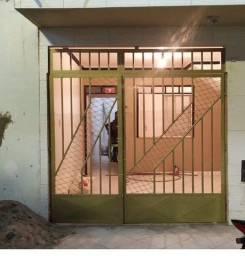 Portão com grade de ferro galvanizado