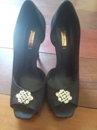 Título do anúncio: Sapato de cetim tamanho 34