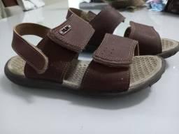 Título do anúncio: Sandalia de couro tamanho 32