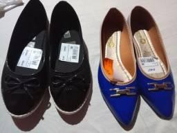 Vende se duas sapatilhas