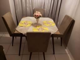Mesa de 5 peças com 4 lugares de fino acabamento