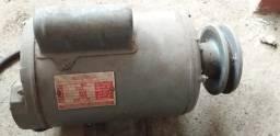 Momotor elétrico 3/4 - 110/220 V . 3500 RPM - Cacoal