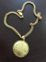 Corrente e pingente de ouro