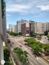 Flat Copacabana pertinho do mar.
