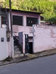 Casa par verde muito boa na avenida do Vasco da Gama após a delegacia