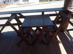 1 mesa com 2 cadeiras,abre e fecha,madeira maciça.