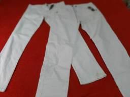 Calças brancas de marcas novas n.46 às duas por 60,00
