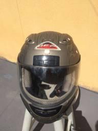 Capacete, marca Helmts BF2.