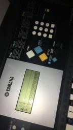 Teclado Yamaha PSR E223 com Pedestal