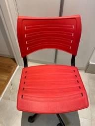 Cadeira rodinha vermelha