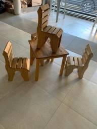 Jogo de mesa  e cadeira infantil  muito  resistente  com ótimo  acabamento  zap *