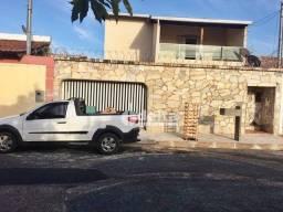 Casa com 5 dormitórios para alugar, 250 m² por R$ 3.500/mês - Jardim Patrícia - Uberlândia