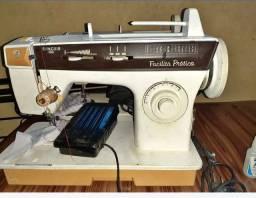 Vendo uma máquina Singer facilita prática  e Singer de ferro