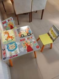 Título do anúncio: Mesa infantil + duas cadeiras