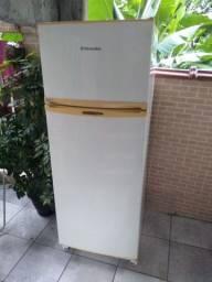 Vende geladeira Eletrolux