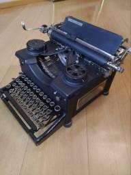 *Antiguidade Máquina de escrever anos 50 excelente estado