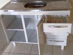 Pia de inox com gavetas e portas embaixo