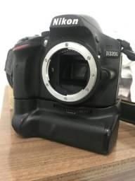 Nikon( corpo) com grip Nikon 3200