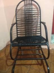 Cadeira de balanço em bom estado