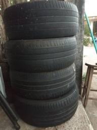 4 pneus aro 17 medidas 225 50. Os pneus estavam em um Cruze.
