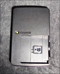 Carregador de Baterias Sony BC-CSGE