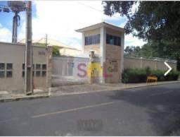 Casa de Condomínio no Horto, com 04 suítes, piscina e churrasqueira individual