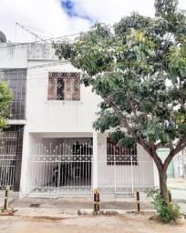 Casa frente praça Sr. do Bonfim, Centro