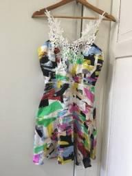 Vestido colorido renda
