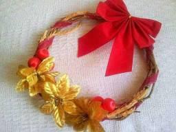 Guirlanda de Natal feita de Cipó
