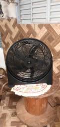 Vende se um ventilador grande 3 velocidade