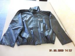 Roupa de chuva Delta para motociclista, usada.