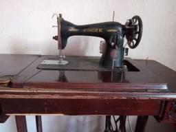 Máquina antiga presisa  de da na parte da madeira como vc está vendo na foto