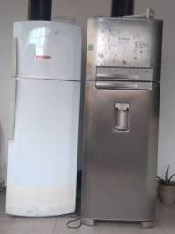 Vendo duas geladeiras gelando bem